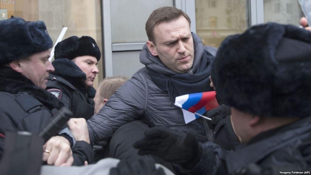 Rusiya müxalifətinin lideri istintaqa çağrıldı-Navalnı polisi döyməkdə ittiham olunur