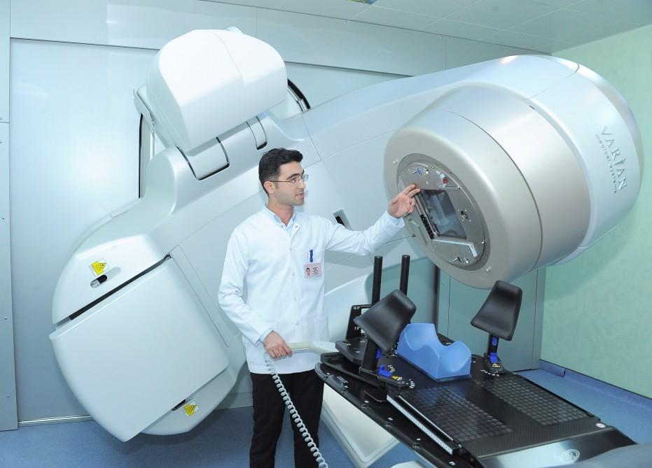 """Milli Onkologiya Mərkəzinin yeni korpusunda 2 ədəd """"VitalBeam™"""" xətti sürətləndirici sistemi istifadəyə verilib"""