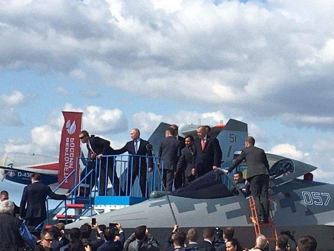 Putin Ərdoğana Su-57-ni göstərdi -