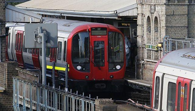 London metrosunda naməlum şəxs bıçaqla insanlara hücum etdi