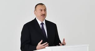 İlham Əliyev retro vaqonlarla tanış oldu