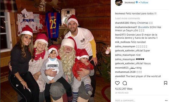 """Messi Şaxta babaya """"Barselona""""nın formasını hədiyyə etdi"""