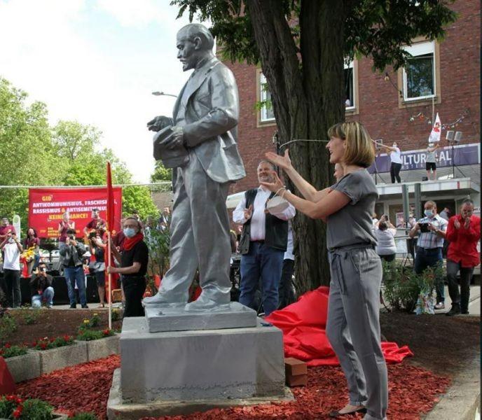 Almaniyada Leninin abidəsi ucaldıldı-