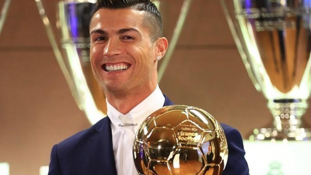 """Ronaldo beşinci dəfə """"Qızıl top""""un sahibi oldu"""