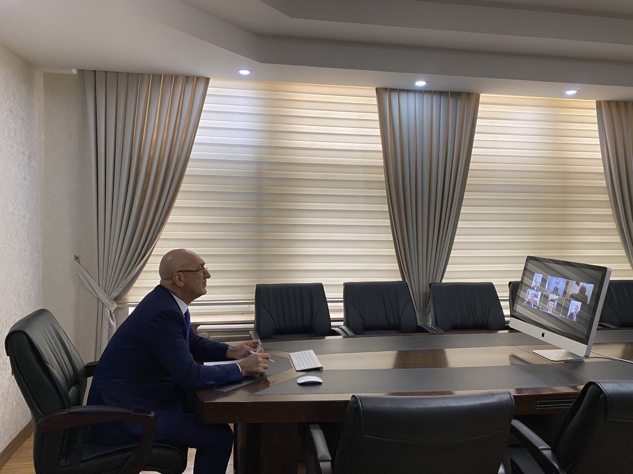 Nizami Rayon İcra Hakimiyyətinin başçısı Arif Qasımov xüsusi karantin rejiminin müddətinin üzadılması ilə bağlı