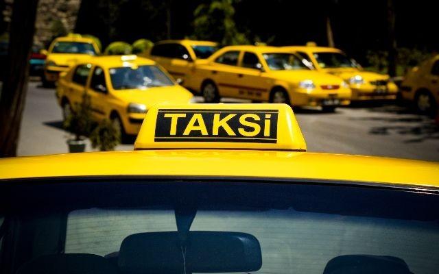 Taksi sürücüsü Bakıda turistdən 5000 dollar aldı