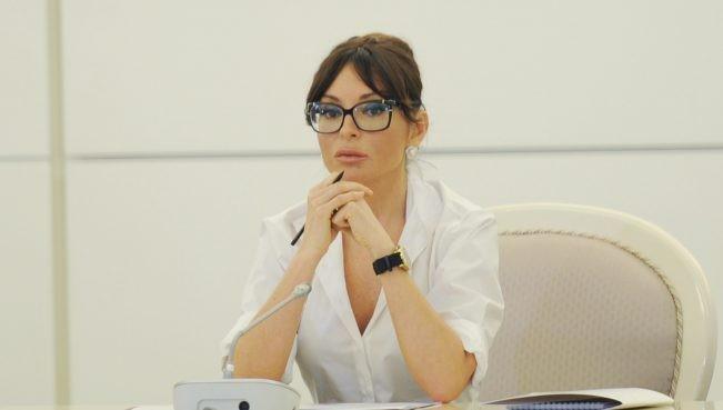 Sahibkar qızı Arif Alışanovdan Mehriban Əliyevaya şikayət etdi