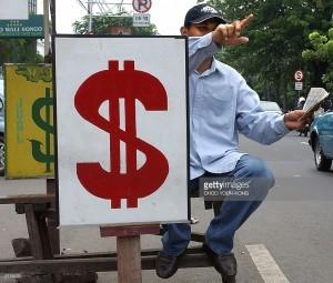 """""""Qara bazar""""da dollar ucuzlaşdı"""